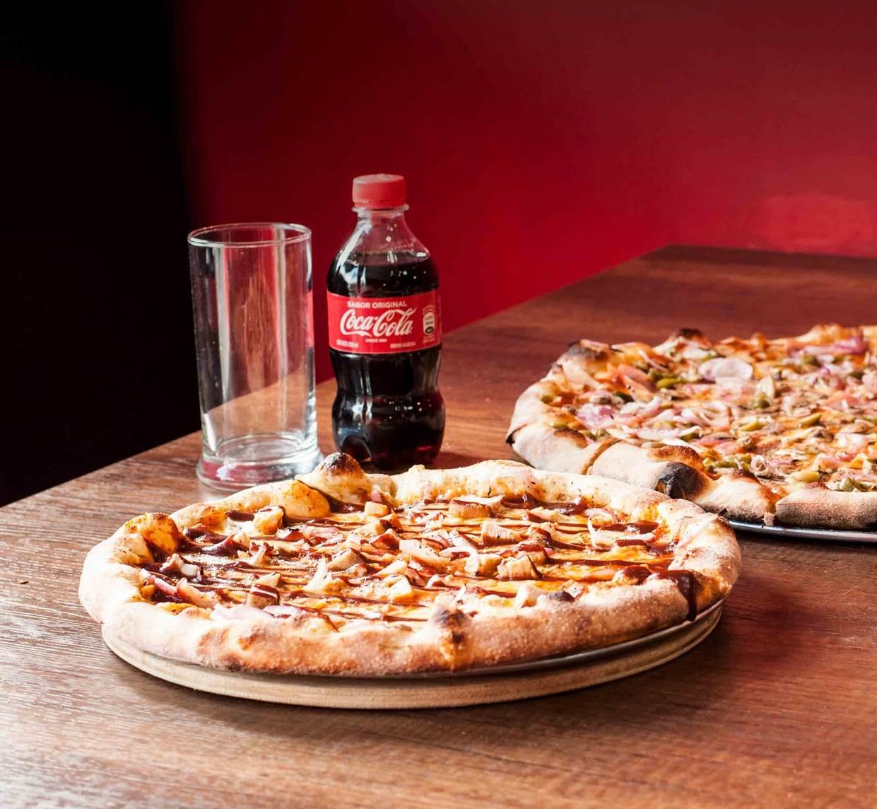 Dietetyk radzi – Dlaczego pizzy nie wolno popijać colą, czy sokiem?